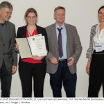 Eva Kaufmann receiving the Werner-Müller-Prize from the German Society for Immunology